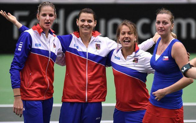 České tenistky (zleva): Karolína Plíšková, Lucie Šafářová, Barbora Strýcová a Petra Kvitová oslavují.