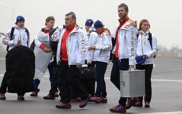 Vpopředí hokejista Petr Nedvěd (vpravo) a asistent trenéra Josef Paleček.