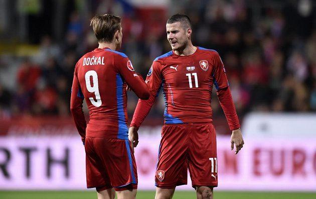 Bořek Dočkal a Daniel Pudil (vpravo) během utkání kvalifikace ME 2016 proti Islandu.