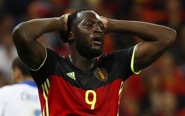 Belgický střelec Romelu Lukaku tentokrát vstříc Buffonovi selhal.