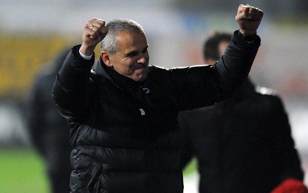 Trenér Sparty Praha Vítězslav Lavička oslavuje vítězství po utkání 16. kola Gambrinus ligy v Jablonci nad Nisou.