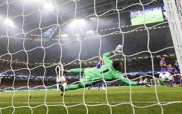 Brankář Realu Madrid Keylor Navas předvedl pohotový zákrok a střelu Pjanice vyrazil.