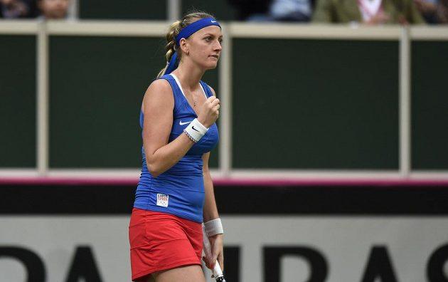 Česká tenistka Petra Kvitová se raduje během prvního utkání finále Fed Cupu s Andreou Petkovicovou.