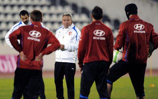 Trenér Josef Pešice během tréninku české fotbalové reprezentace před přátelským utkáním s Kanadou.