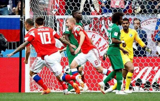 Fotbalisté Ruska šli v zahajovacím utkání mistrovství světa proti Saúdské Arábii rychle do vedení.