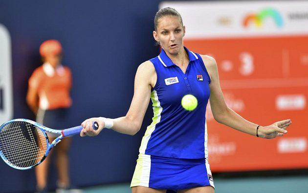 Postup! Karolína Plíšková jde dál turnajem v Miami, když zvládla bitvu s Alize Cornetovou z Francie.