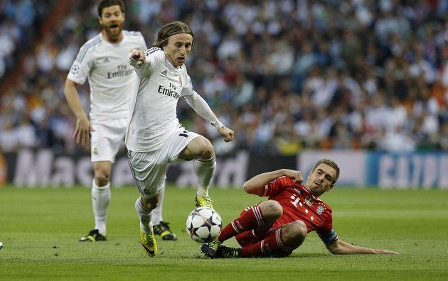 Luka Modrič (vlevo) z Realu a Philipp Lahm z Bayernu.