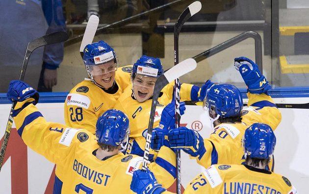 Švédská radost. V severském derby na hokejovém mistrovství světa dvacítek vyhrálo Švédsko nad Finskem.