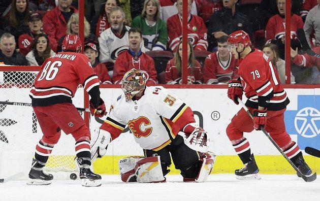 Český brankář David Rittich z Calgary byl hlavní hvězdou utkání NHL proti Carolině.