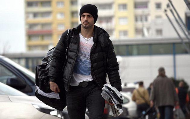 Hokejista Michal Řepík přichází na sraz české hokejové reprezentace před turnajem Channel One Cup, který je součástí Euro Hockey Tour.