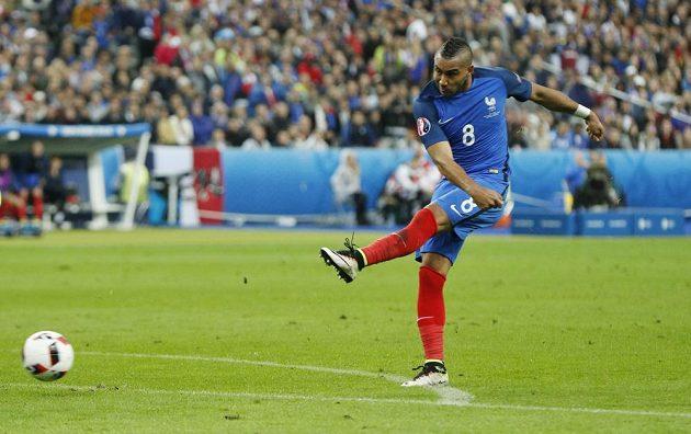 Dimitri Payet napřáhl, vypálil a Francouzi vedli 3:0.
