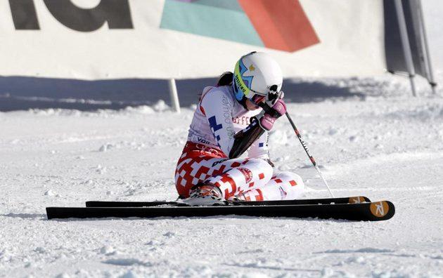 Smutná Kateřina Pauláthová po pádu ve druhém kole obřího slalomu na MS v Beaver Creeku.