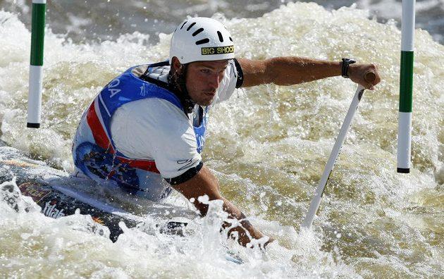 Michal Jáně ve finálovém závodu kategorie C1 na mistrovství světa ve vodním slalomu v pražské Troji.