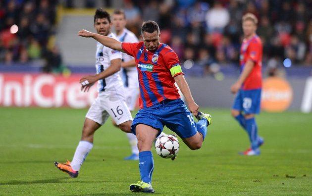 Plzeňský kapitán Pavel Horváth v utkání základní skupiny Ligy mistrů s Manchesterem City.