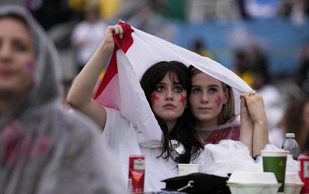 Anglické příznivkyně ve fanzóně na Trafalgar Square v Londýně.