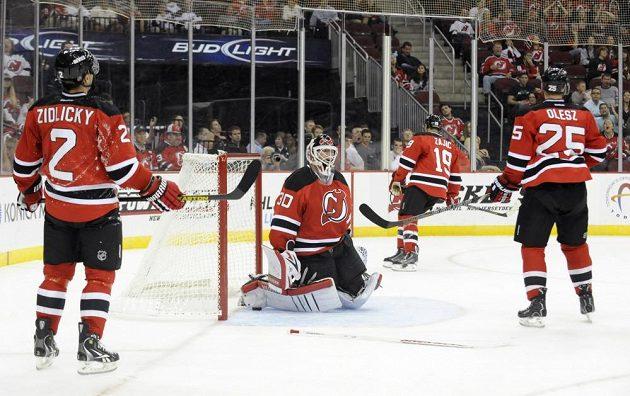 Hokejisté New Jersey právš inkasovali. K vítězství nad Islanders jim nepomohl ani gól Marka Židlického (zcela vlevo).