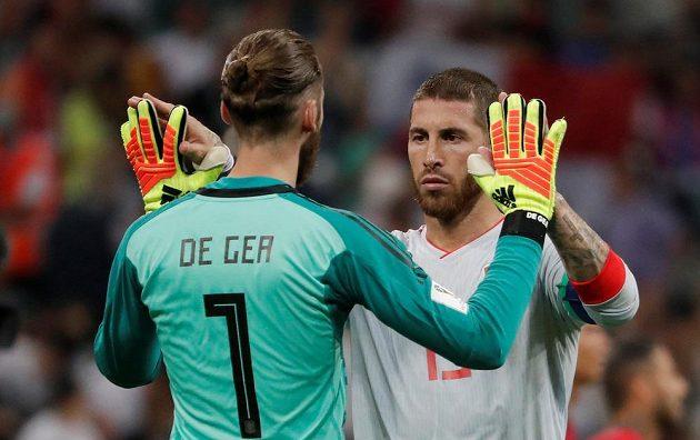 Španělský gólman David de Gea a Sergio Ramos po bitvě s Portugalskem na MS.