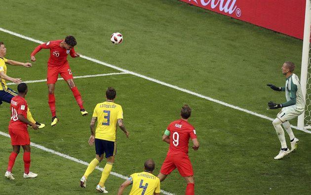 Záložník Anglie Dele Alli přidává druhý gól ve čtvrtfinálovém zápase se Švédy.