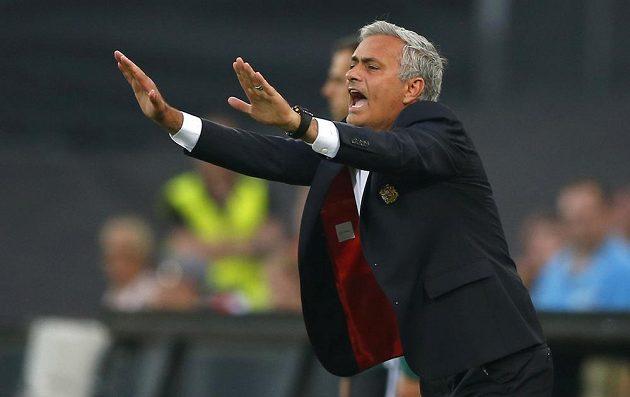 José Mourinho během utkání EL v Rotterdamu.