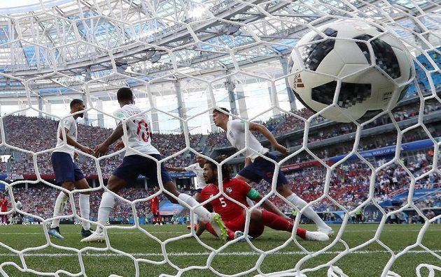 Angličan John Stones dává čtvrtý gól svého týmu proti Panamě.