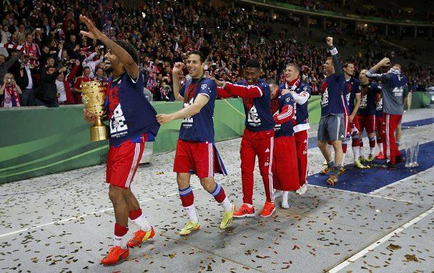 Oslavy fotbalistů Bayernu Mnichov po vítězství nad Dortmundem ve finále Německého poháru.