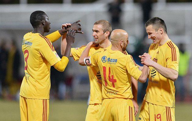 Hráči Dukly (zleva) Ismael Ouedraogo, Marek Hlinka, Patrik Gedeon a Lukáš Štětina se radují z vítězství.
