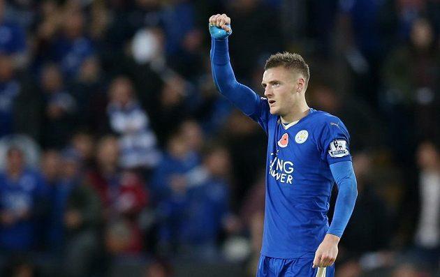Jamie Vardy z Leicesteru jásá po gólu proti Watfordu.
