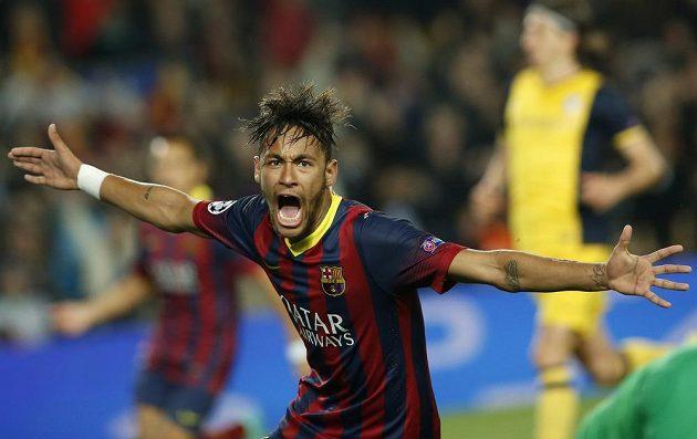 Neymar z Barcelony slaví gól ve čtvrtfinále Ligy mistrů proti Atlétiku Madrid.