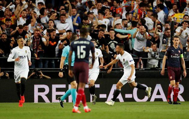 Francis Coquelin a Rodrigo slaví úvodní branku utkání