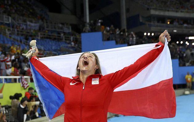 Oštěpařka Barbora Špotáková slaví bronzovou medaili na olympiádě v Riu.