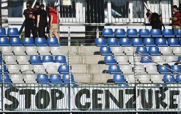 Fanoušci Sparty na protest proti vedení FA ČR opustili svůj sektor během utkání v Mladé Boleslavi.