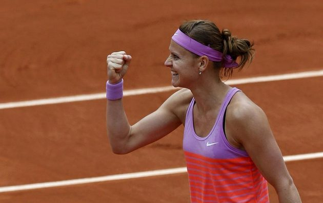 Lucie Šafářová se raduje, na Roland Garros vyřadila obhájkyni titulu Marii Šarapovovou a je ve čtvrtfinále!