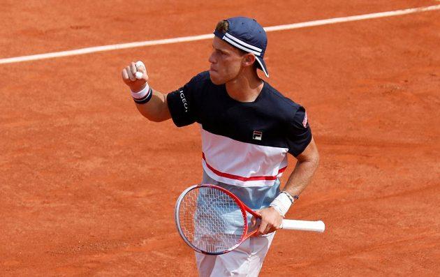 Argentinec Diego Schwartzman během duelu s Rafaelem Nadalem na French Open.