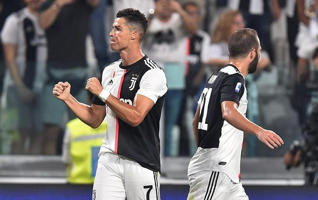 Hvězda Juventusu Turín - Cristiano Ronaldo - slaví.