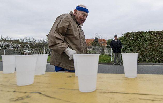 Rekordman! Sedmaosmdesátiletý Jiří Soukup na trati Sršského maratónu.