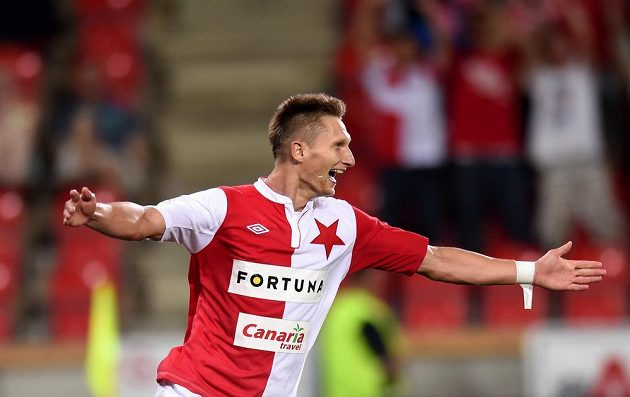 Útočník Slavie Praha Milan Škoda se raduje ze své druhé branky proti Liberci.