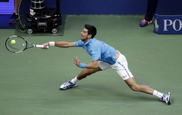 Tyto akrobatické pozice jsou doménou Novaka Djokoviče.