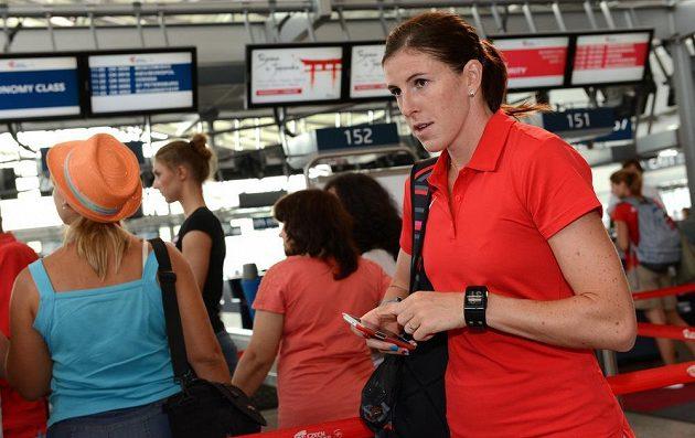 Překážkářka Zuzana Hejnová na letišti Václava Havla před čtvrtečním odletem výpravy na atletické MS do Moskvy.
