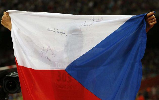 Skrytá Zuzana Hejnová se raduje po triumfu na 400 m překážek při MS v Pekingu.