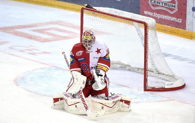 Slávistický brankář Dominik Furch zasahuje v utkání s Kometou Brno.