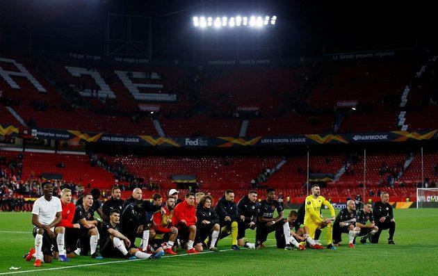 Fotbalisté Slavie po remíze v Seville.