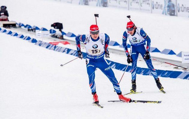 Jaroslav Soukup (vpravo) a Ondřej Moravec při předávce během štafetového závodu na MS v Oslu.