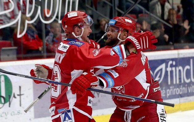 Radost hráčů Třince, zleva Martin Adamský a Martin Růžička.
