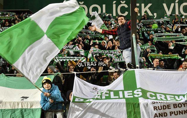 Fanoušci Bohemians oslavují vítězství.