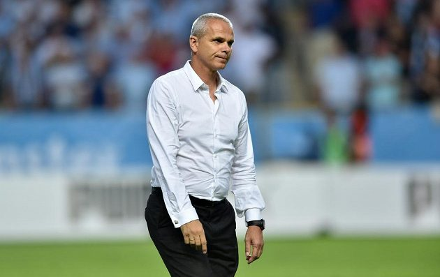 Zdrcený trenér Sparty Vítězslav Lavička po vypadnutí z předkola Ligy mistrů na půdě švédského Malmö.