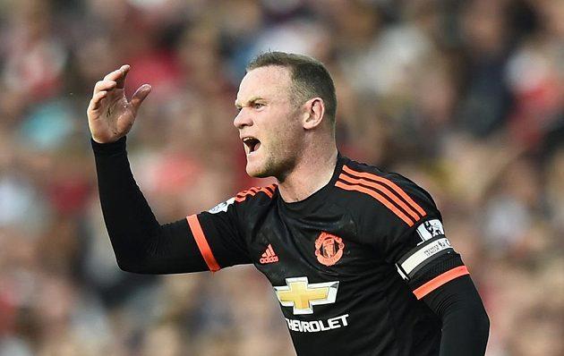 Wayne Rooney se rozčiluje během zápasu Arsenalu proti Manchesteru United.