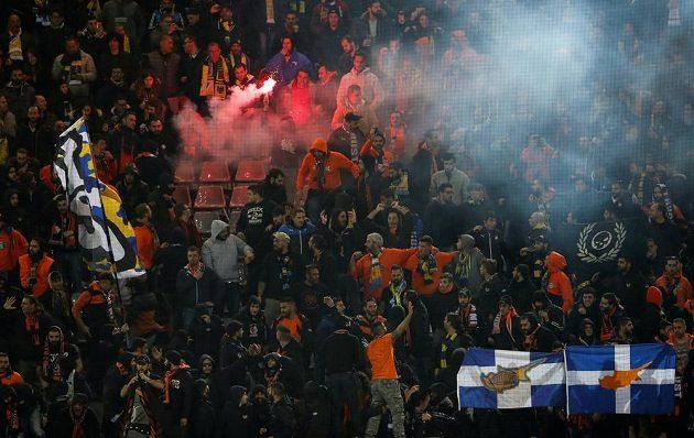 Fanoušci APOEL Nikósie bouřlivě oslavují vyrovnávací gól v Dortmundu.