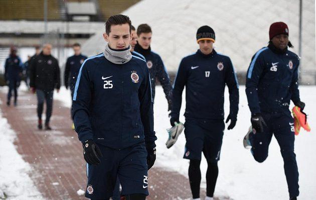 Mario Holek a jeho spoluhráči přicházejí na úvodní zimní trénink Sparty.