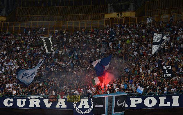 Fanoušci Neapole během duelu se Spartou Praha.
