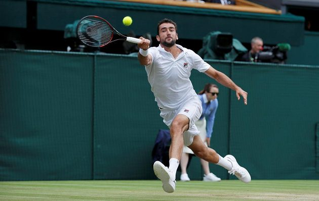 Chorvat Marin Čilič ve finále Wimbledonu se Švýcarem Rogerem Federerem.